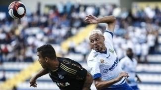 Pottker e Diogo Borges disputam bola no empate por 3 a 3