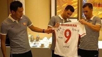 Júnior Moraes ganhou camisa autografada