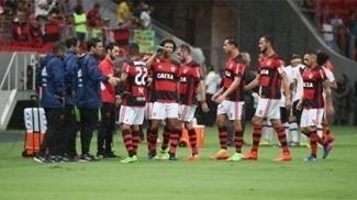Jogadores do Flamengo, durante o clássico contra o Vasco, em Brasília, no Carioca
