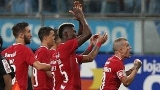 D'Alessandro e jogadores do Inter comemoram empate na Arena