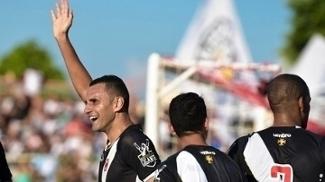 Rafael Marques comemora gol contra o Nova Iguaço