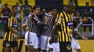 Jogadores do Tigres cabisbaixos após derrota para o Fluminense