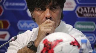 Técnico Joachim Low, da Alemanha, na entrevista coletiva pré-jogo contra o México