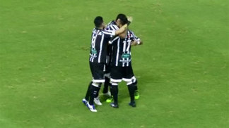 Jogadores do Ceará comemoram gol contra o Juventude