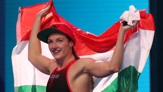 Katinka Hosszu celebra uma de suas vitórias nesta segunda-feira