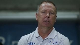 Mano Menezes elogiou volume de jogo, mas criticou chances perdidas