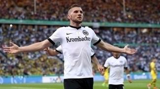 Rebic empatou para o Frankfurt contra o Dortmund, em Berlim