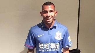 Tevez já posou com a camisa do Shanghai Shenhua