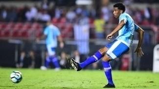Betão em ação pelo Avaí na derrota para o São Paulo