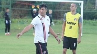 Técnico Adriano Teixeira terá desfalques contra o Inter