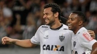 Robinho volta após um mês lesionado e brinca com falta de ritmo: 'Todo errado'