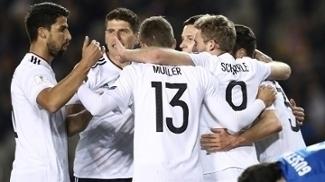 Alemanha bateu o Azerbaijão fora de casa e ficou ainda mais perto da Copa
