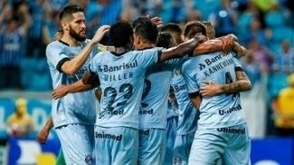 Jogadores do Grêmio comemoram gol na vitória sobre o Juventude