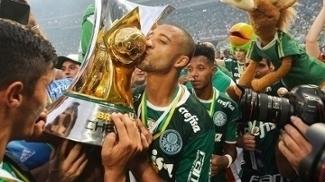Vitor Hugo Comemora Trofeu Campeonato Brasileiro Palmeiras 27/11/2016