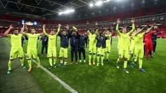 Jogadores do Gent comemoram após term eliminado o Tottenham