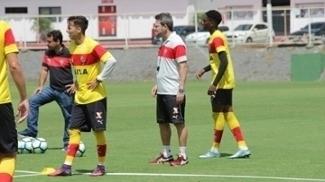 Vitória recebe o Paraná Clube no Barradão