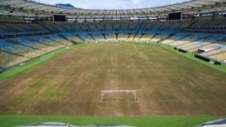 Gramado do Maracanã queimado pelo sol e a falta de irrigação