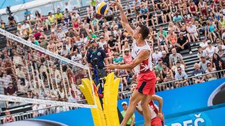 Meia da Internazionale, Perisic se aventura no Circuito Mundial de vôlei de praia
