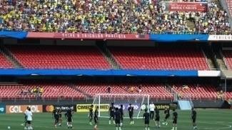 Seleção brasileira treina diante dos torcedores, no Morumbi