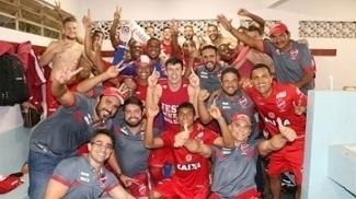 Vila Nova busca empate duas vezes e vai à final do Goiano após 12 anos de ausência
