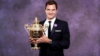 Roger Federer Posa Trofeu Wimbledon 17/07/2017