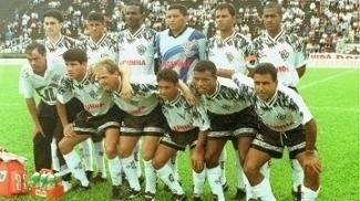 Marcos Assunção (primeiro em pé à direita) no Paulista de 96 pelo Rio Branco