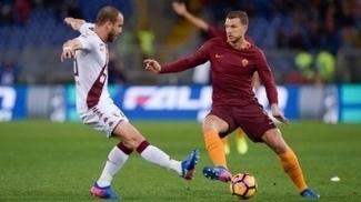 Em duelo de artilheiros, Dzeko segue imparável e Roma atropela Torino