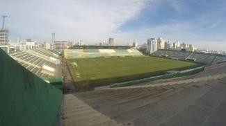 A Chapecoense recebe o Botafogo na Arena Condá