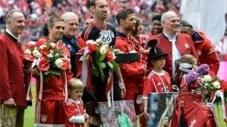 Bayern fez a festa para Lahm, Starke e Xabi Alonso