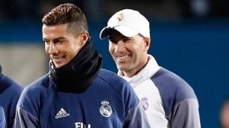Cristiano Ronaldo e Zinedine Zidane, em treino do Real Madrid no Japão
