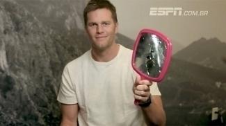 Maldição do Madden? Brady quebra espelho para mostrar que não tem medo de estar na capa do game