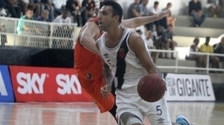 Hélio dribla em vitória do Vasco sobre a Liga Sorocabana na NBA