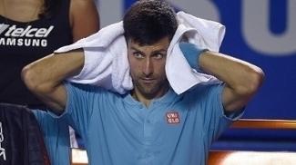 Novak Djokovic durante a partida contra Nick Kyrgios no México