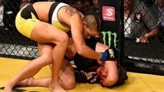 Amanda Nunes massacrou e finalizou Miesha Tate para ser a primeira brasileira campeã no UFC