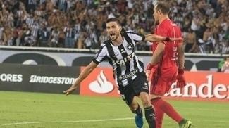 Rodrigo Pimpão fez um golaço contra o Olimpia