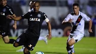 Rodrigo, com a camisa da Ponte Preta, no empate com o Vasco