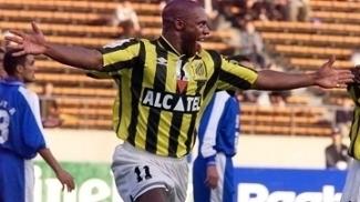 Em 1999, Atkinson jogou com a camisa do Al-Ittihad, da Arábia Saudita