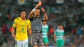 O árbitro Miguel Ángel Flores foi um dos agredidos na última semana