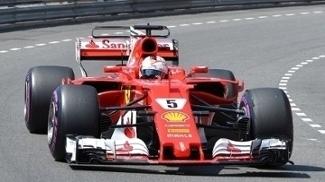 Sebastian Vettel, da Ferrari, durante treinos da Fórmula 1 em Mônaco