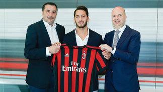 Hakan Calhanoglu é mais um reforço confirmado pelo Milan