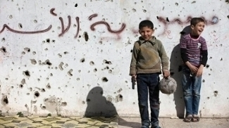 Os sírios perderam suas casas e pelo menos 470 mil pessoas morreram, mas o futebol, esporte mais popular, sobrevive em meio ao caos