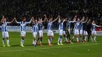 Jogadores do Huddersfield Town após vitória na segunda divisão