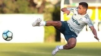 Erik fez três gols diante do São Caetano em jogo-treino
