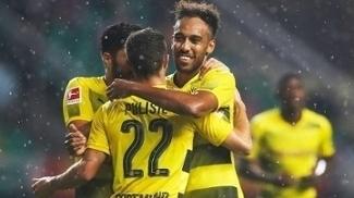 Aubameyang comemora após marcar para o Dortmund contra o Milan