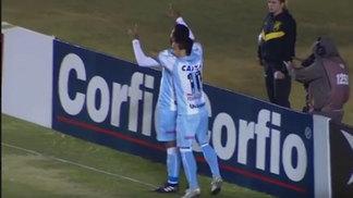 Jogadores do Londrina comemora vitória contra o Goiás, no Serra Dourada