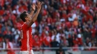Jonas tira coelho da cartola mais uma vez e Benfica se aproxima do título português