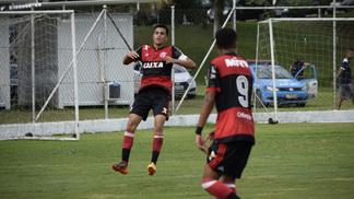 Reinier comemora um de seus gols pelas categorias de base do Flamengo c5a9fa0228239