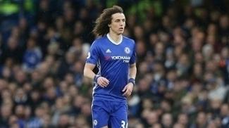David Luiz em ação pelo Chelsea na Premier League em 2017