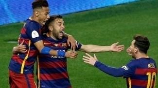 Jordi Alba celebra com Neymar e Messi seu gol na prorrogação da Copa do Rei