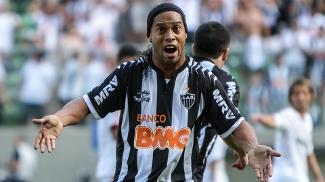 d5fc7c8960 Ronaldinho reclama durante jogo entre Atlético-MG e Fluminense